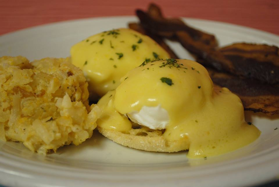 bunch-crabcakebenedict